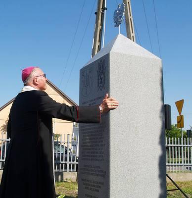 Galeria Odsłonięcie obelisku w Rozworach
